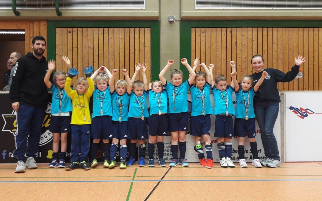 G-Junioren des SV Schnathorst mit einem überragenden Platz vier beim Hallenmaster in der Sporthalle in Hüllhorst